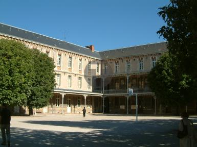 Rénovation des sièges de la salle Roblet du lycée Carnot de Dijon